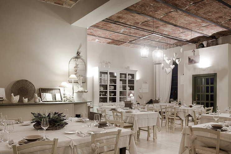La champagnerie a casa di babette rosignano qr for Case in stile castello francese